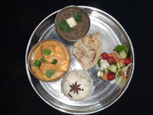Dal Makhani with Shahi Paneer, Rice , Roti and Kachumber Salad