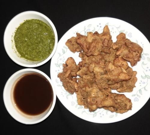 Pakora with Coriander and Tamarind Dip